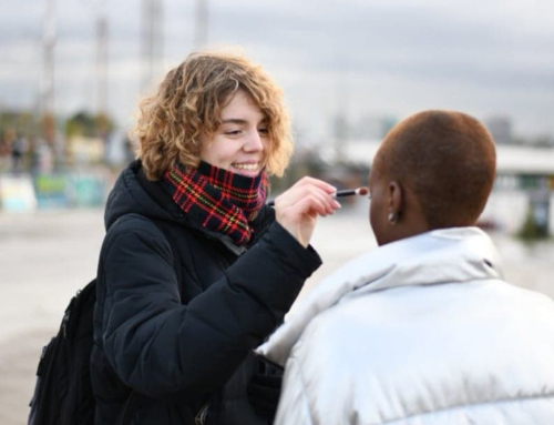 Visagist Simone Hendriksen verzorgt make-up voor modellen Vegan Kalender